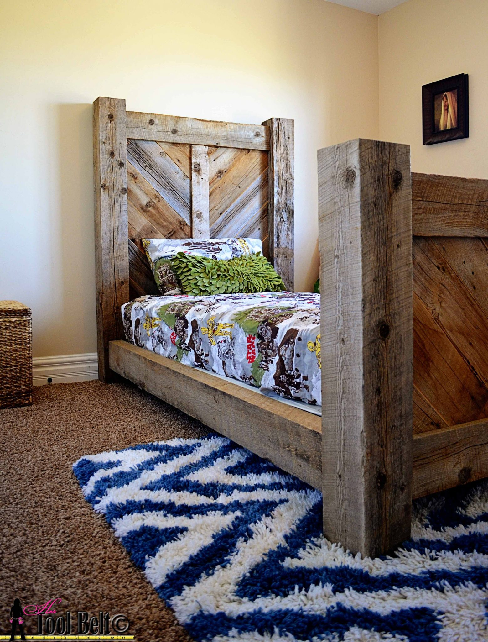 Rustic barnwood twin bed plan her tool belt for Rustic bed plans