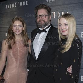 premiere van Brimstone op 09 Januari 2017 bij Pathé Tuschinksi in Amsterdam. Op de foto: Emilia Jones, Martin Koolhoven en Dakota Fanning.