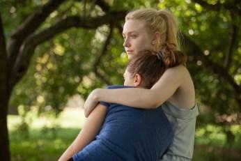 First Look Images: Elizabeth Olsen & Dakota Fanning in Very Good Girls