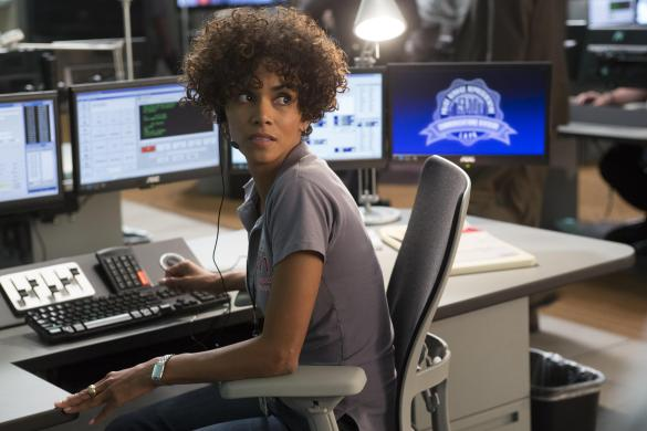 Still 3 585x390 New UK Trailer for The Call with Halle Berry & Abigail Breslin