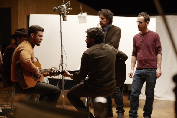 Justin-Timberlake-Oscar-Isaac-and-the-Coen-brothers-on-set-of-Inside-Llewyn-Davis