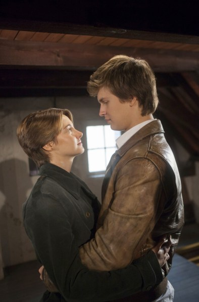 Shailene-Woodley-and-Ansel-Elgort-in-The-Fault-in-Our-Stars