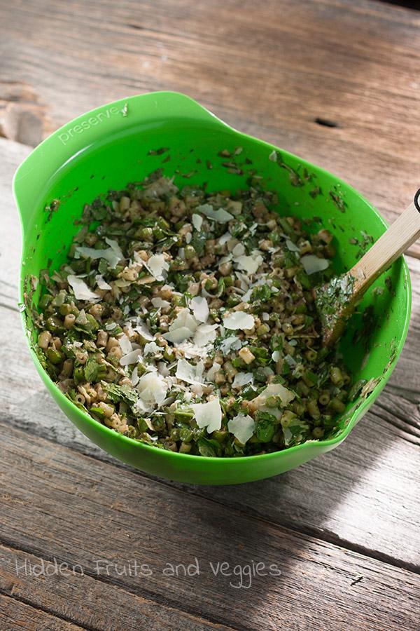 Green Pesto Pasta Salad @hiddenfruitnveg