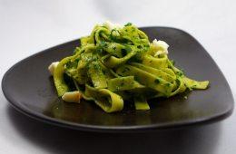 Tagliatelle mit Bärlauch-Pesto und Spargel