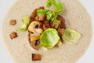 maronen-suppe-mit-rosenkohl-und-champignons
