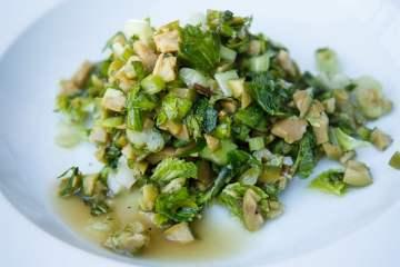 Oliven-Salat mit Minze