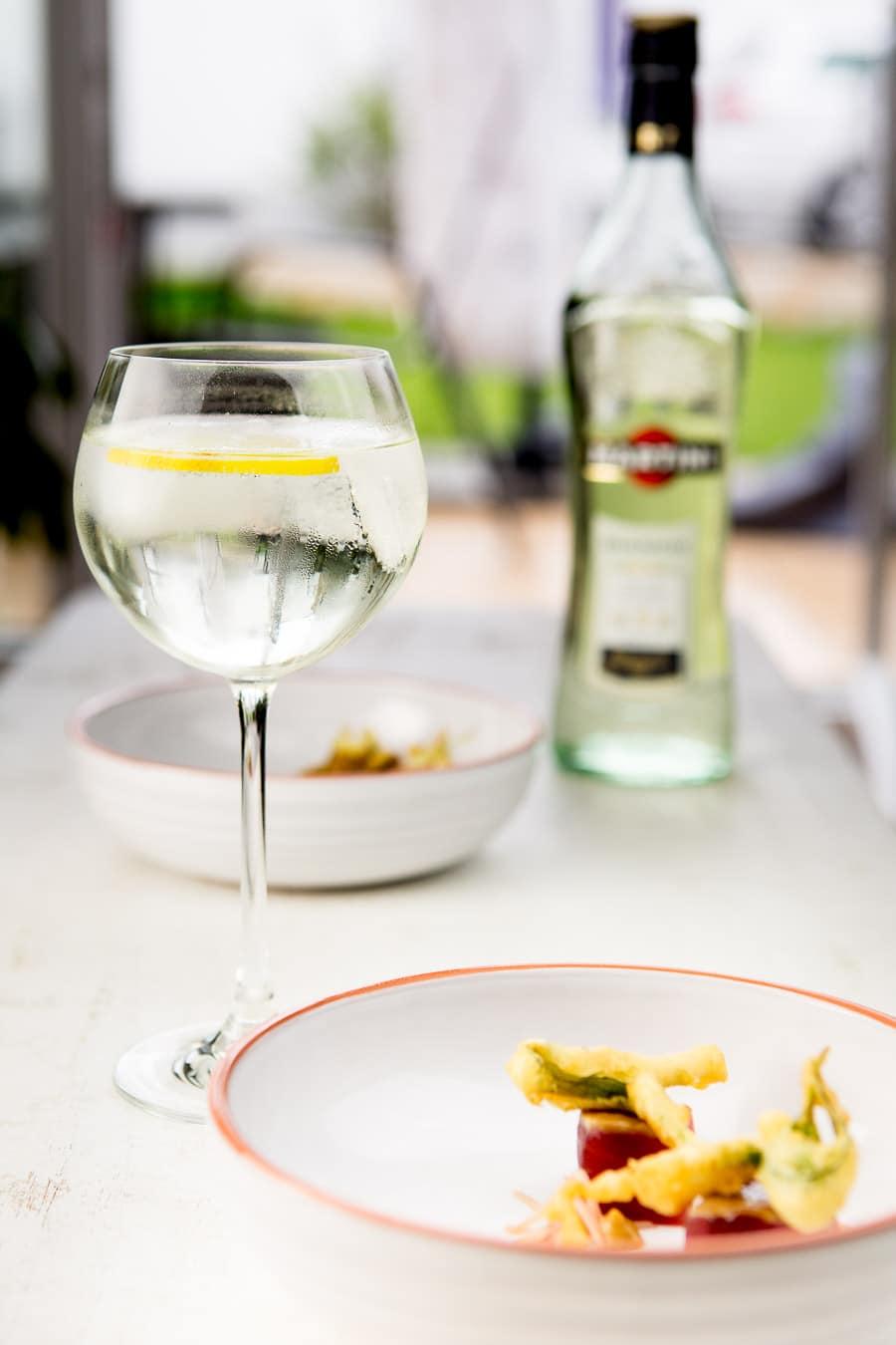 Sommer-Fingerfood: Entenbrust mit Nashi-Chutney, Thunfisch mit Estragon-Tempura und Martini Tonic