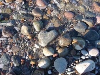 pebbles-336231_640