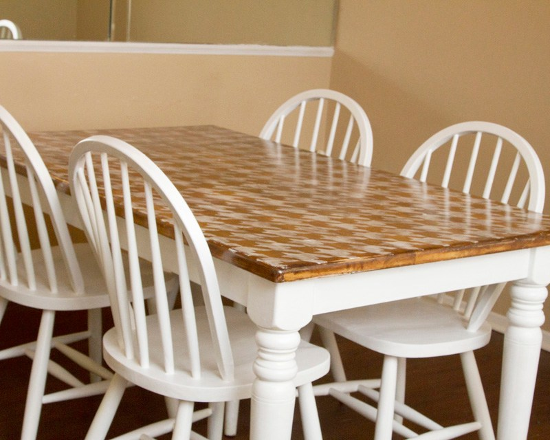 DIY Houndstooth Painted Table Makeover