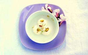 Indian Sweet: Bengali Rasgulla - Puffed Cheese Spheres