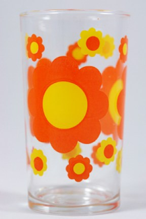 vintage drinking glass with orange &amp; yellow daisy pattern