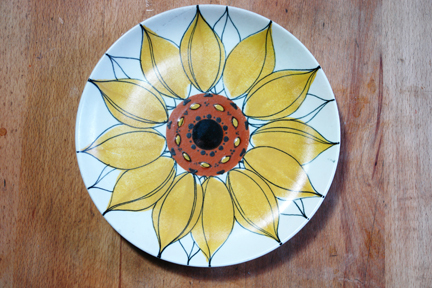 vintage handpainted Arabia sunflower plate picked up at Todmorden fleamarket