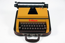 vintage 1960s 'Lilliput' typewriter