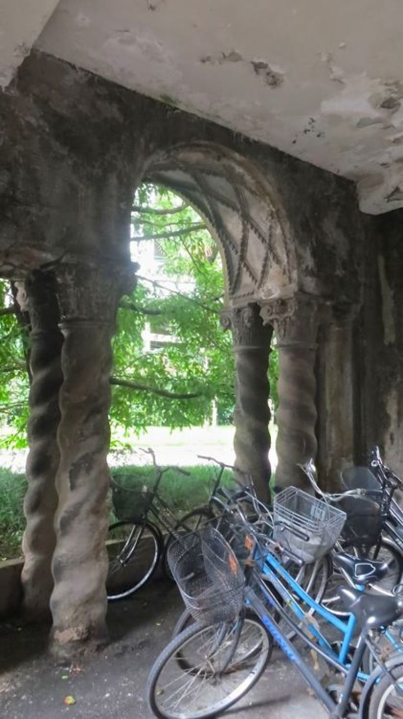 Italianate columns - porte cochere