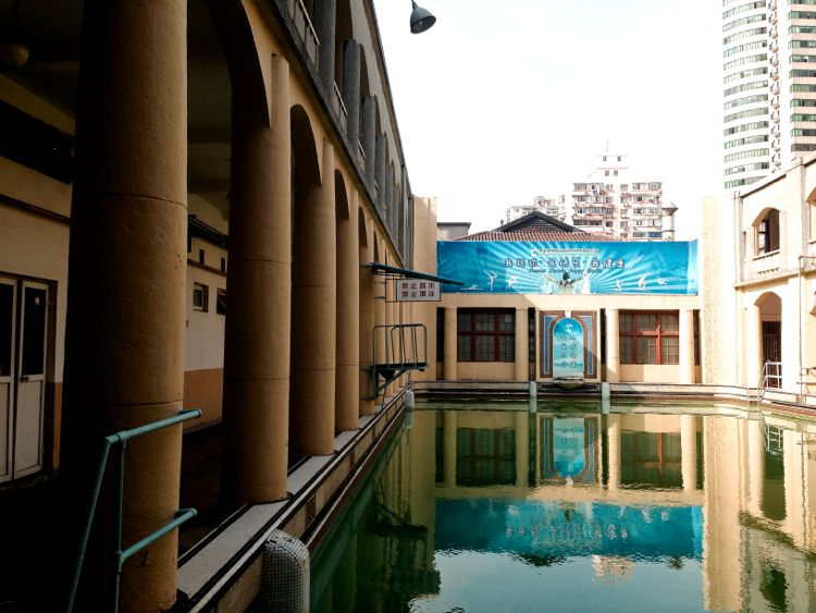 Swimming pool-750
