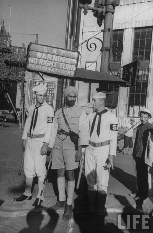 1945 Sikh photo w American soldiers