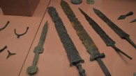 This thesis deals with the weapons Of the Roman army in Britain from the beginning of the 2nd century AD until the end of Roman rule in the early 5th century.