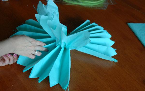 Tissue pom finger slide