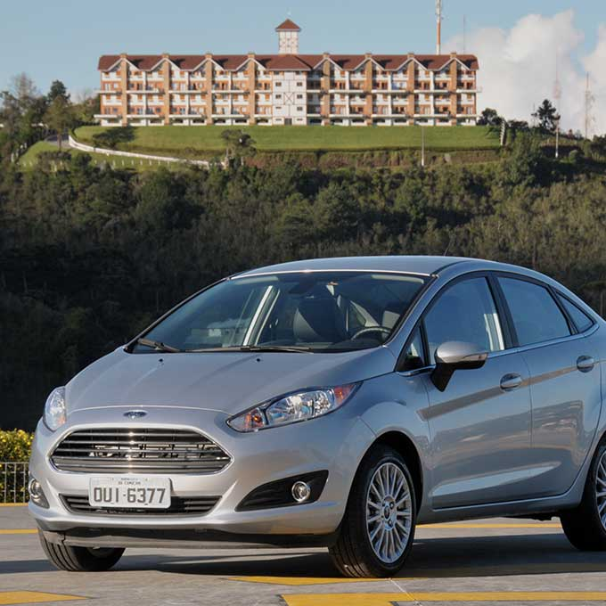 New-Fiesta-Sedan-2014-(13)