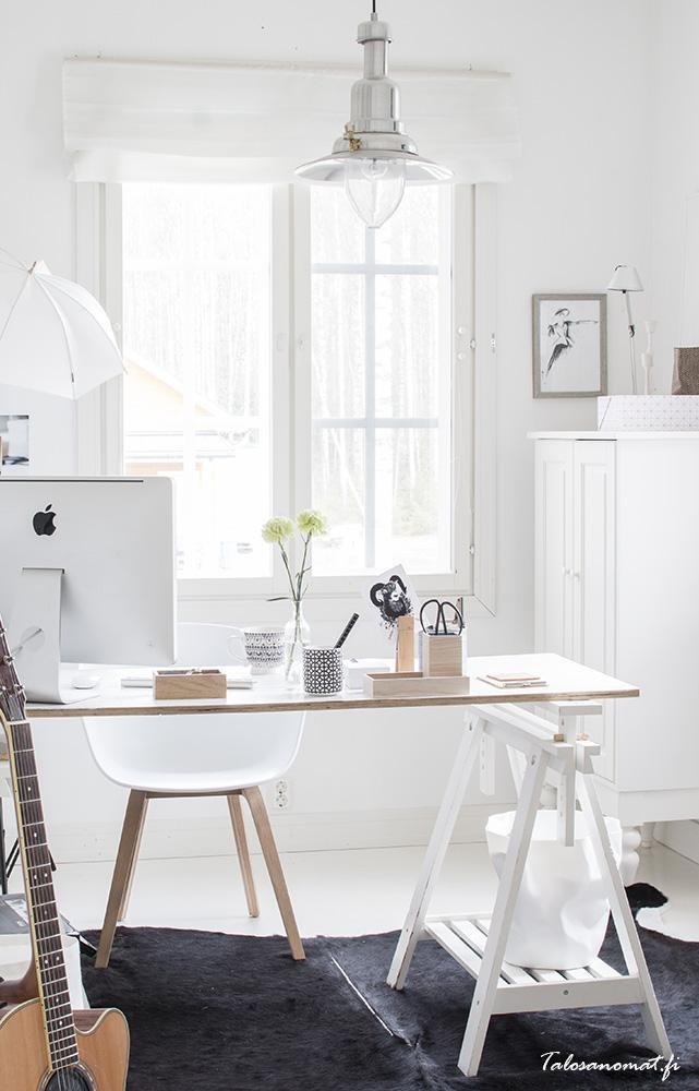 all white home office | via talosasomat