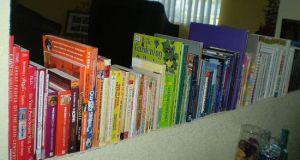 How to arrange and organize bookshelves