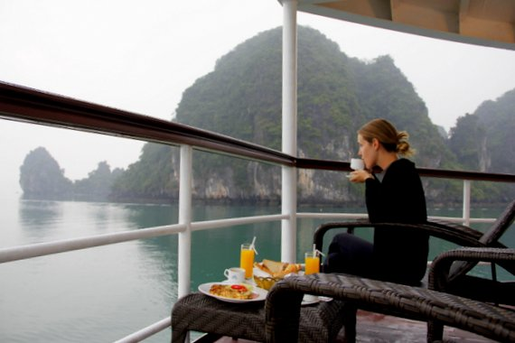 Meals on Emeraude Cruise Halong Bay