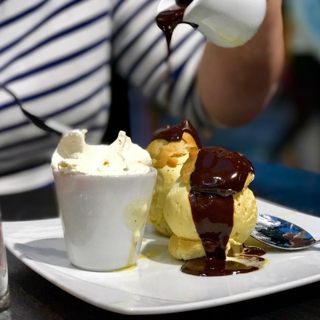 Profiteroles dessert paris champselysees vacances france miam