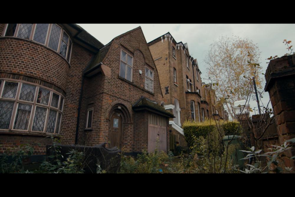 2. Commune, house