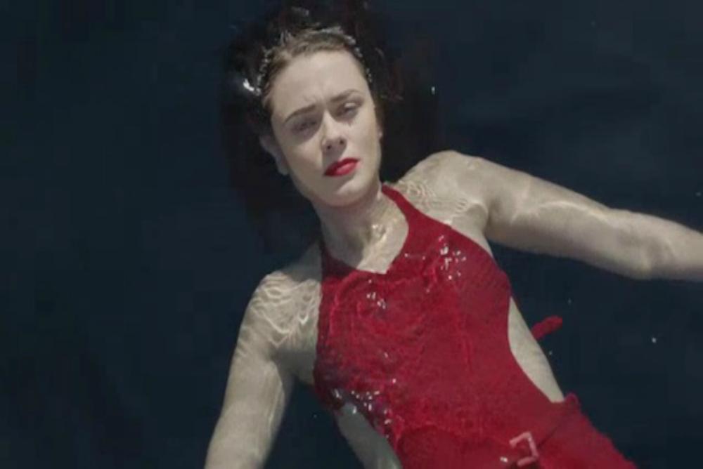 3. ATTWN Vera swimming