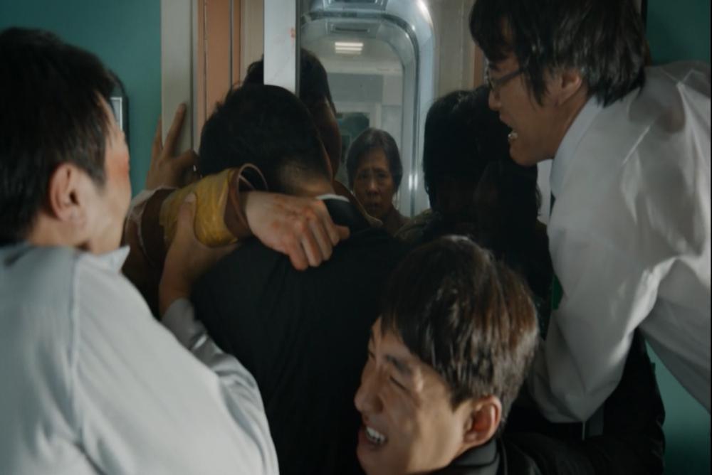 8-train-to-busan-door2