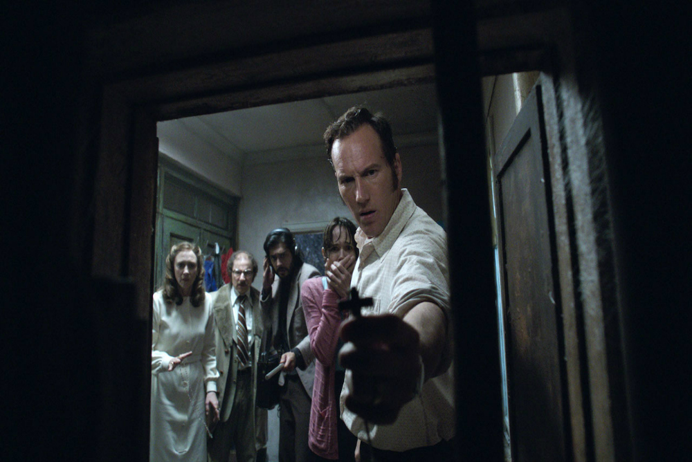 1-conjuring2-ed-with-crucifix