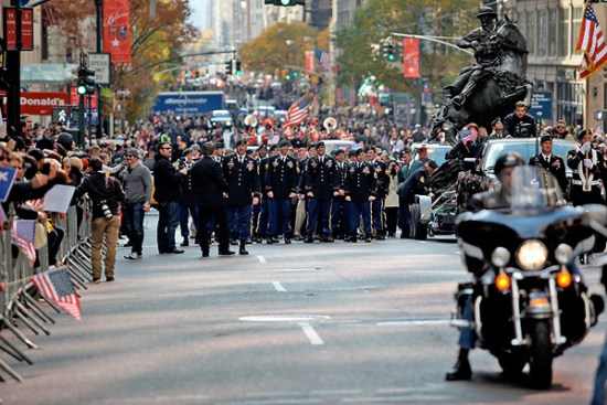 Green Berets from the 5th Special Forces Group (Airborne) walk alongside the newly dedicated De Oppresso Liber statue as it made its way down 5th Avenue as part of the New York City Veterans Day Parade. © Spec. Kerry Otjen
