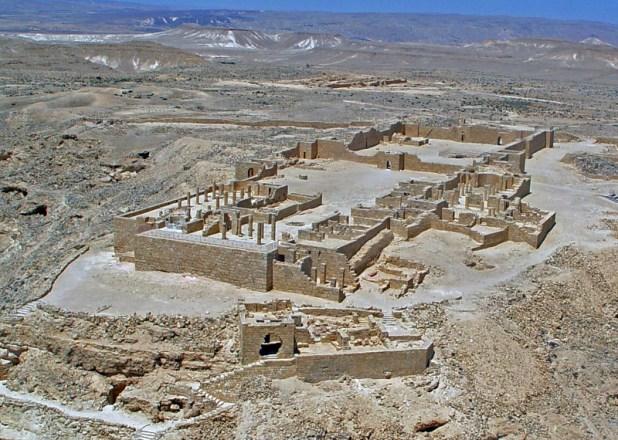 עיר נבטית במדבר