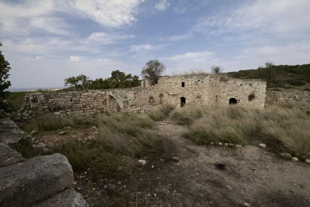 המבנה המערבי והחצר צילום:OObner