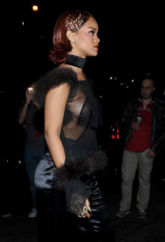 Rihanna (29)