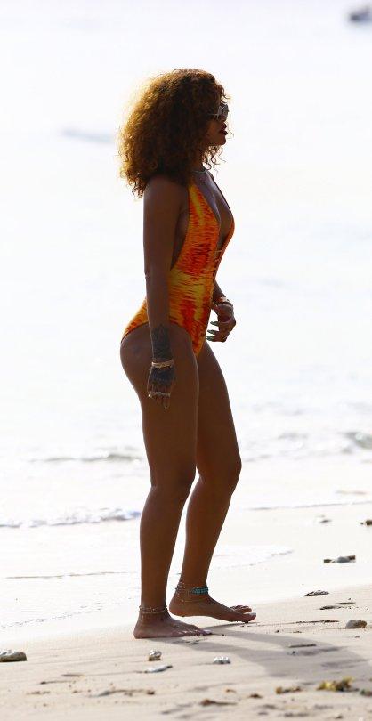 Rihanna (32)