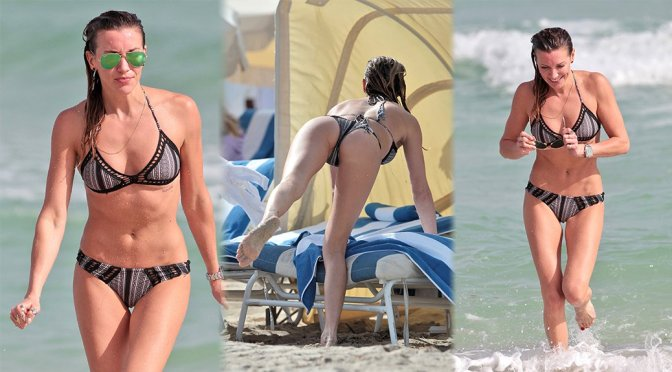Katie Cassidy – Bikini Candids in Miami