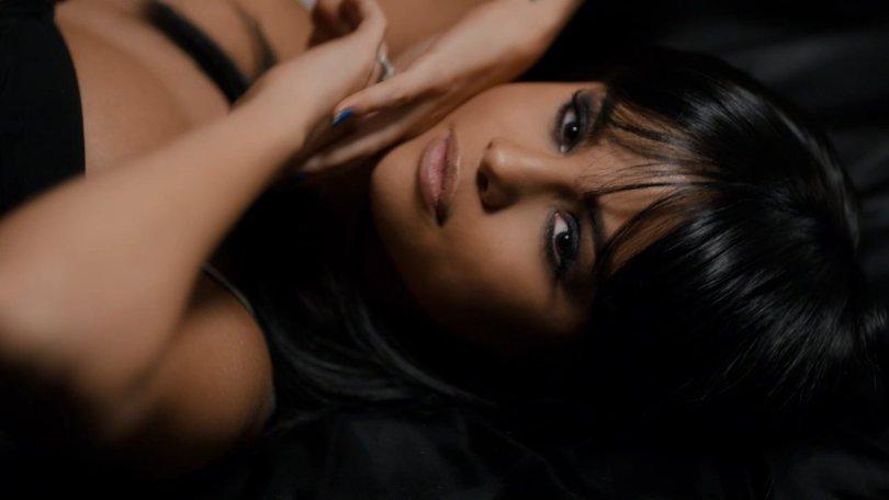 Selena gomez 37 hot celebs home