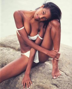 Ebonee Davis (1)