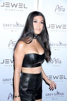 Kourtney Kardashian (13)
