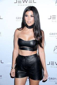 Kourtney Kardashian (15)