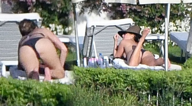Jennifer Aniston – Bikini Candids in Italy