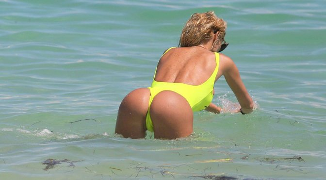 Vicky Xipolitakis – Swimsuit Candids in Miami