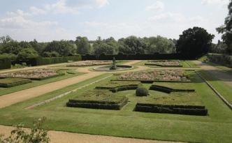 penshurst Place gardens in Kent