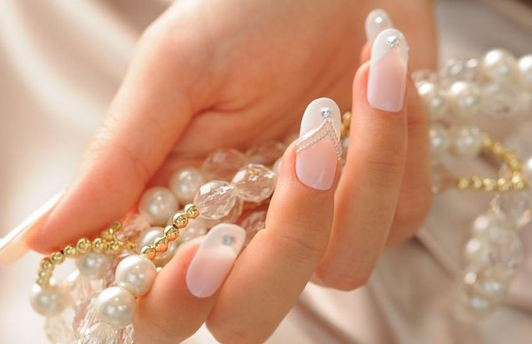 Essential Oils to Strengthen Nails