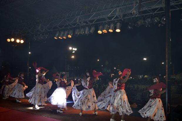 Inauguró la Fiesta del Durazno y la lluvia impidió terminar la primera noche