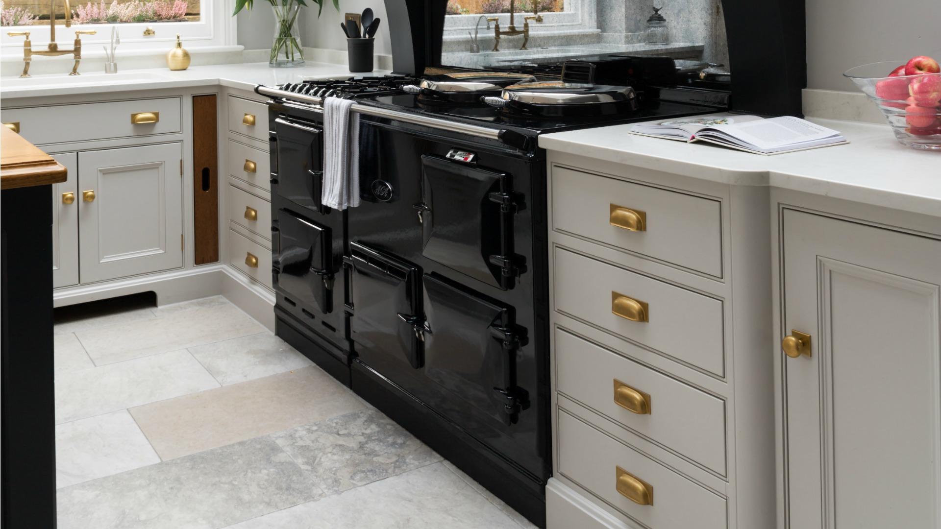 AGA - Humphrey Munson - Hertfordshire - Essex - Beautiful Handmade Kitchens
