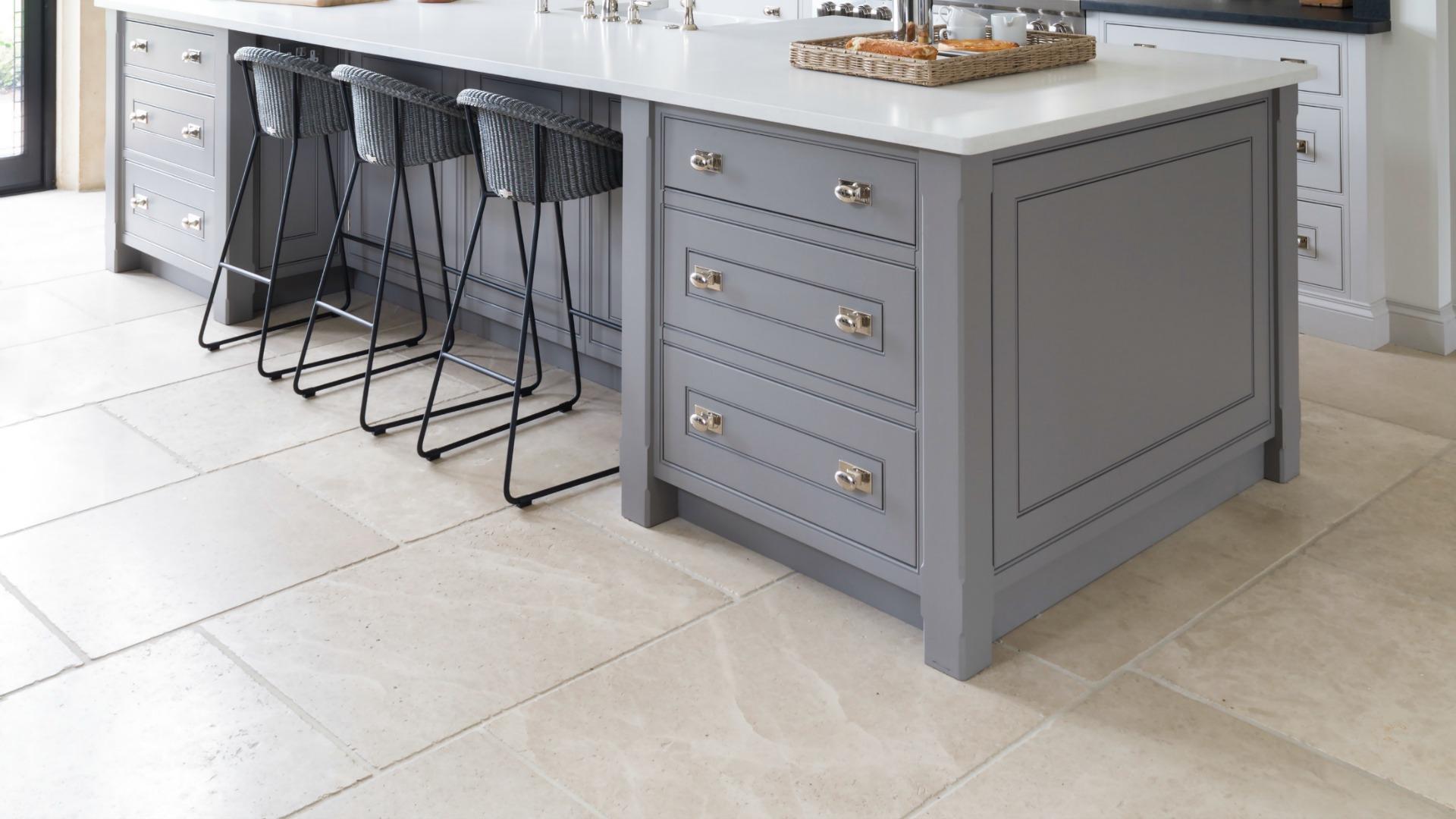 Babington Limestone Tumbled - Humphrey Munson Stone Atelier