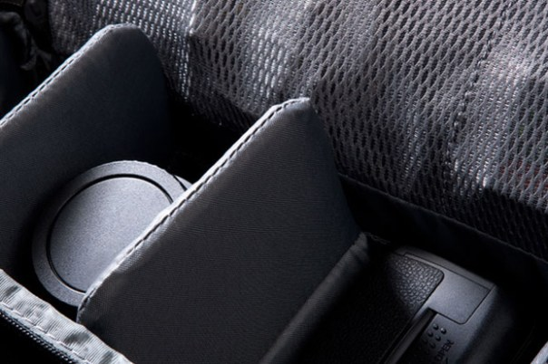 incase dsl camera carrying case 1 Incase DSLR Camera Carrying Case & Sling Pack