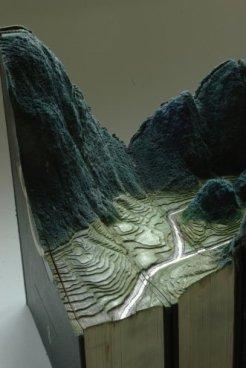 Галерея скульптур из книг от Гая Ларами (9)